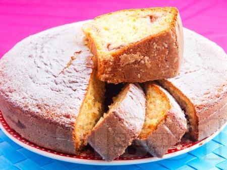 Бърз постен кекс / сладкиш с кисело мляко и сладко от смокини - снимка на рецептата